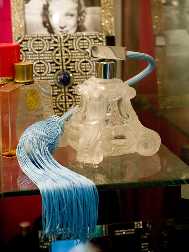 GGB2011_04APR_Shops_LindaB_Perfume_01