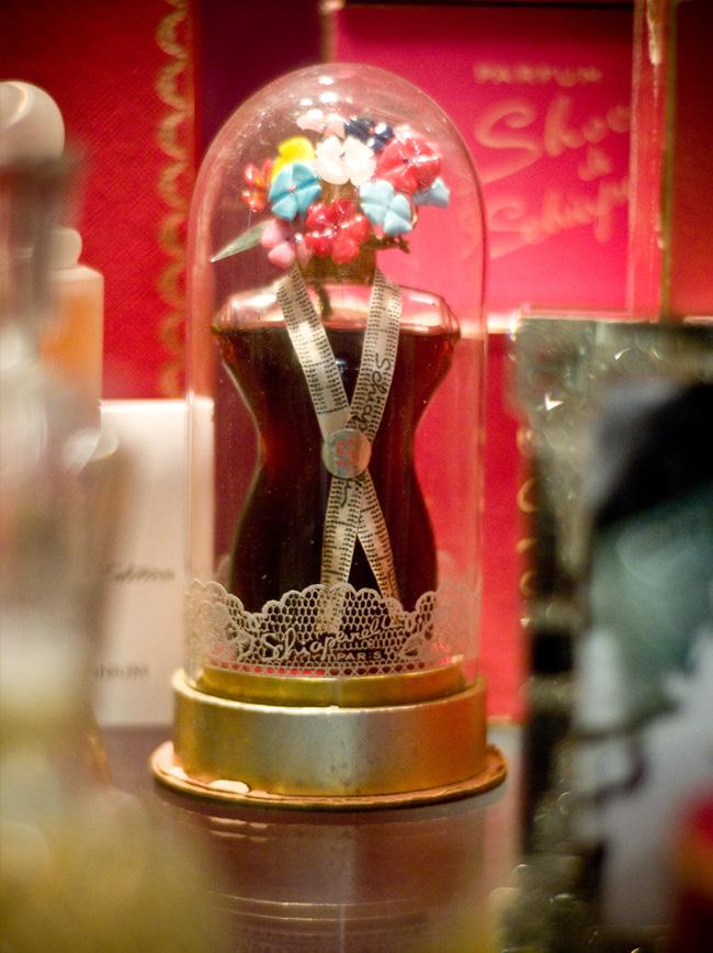 GGB2011_04APR_Shops_LindaB_Perfume_04