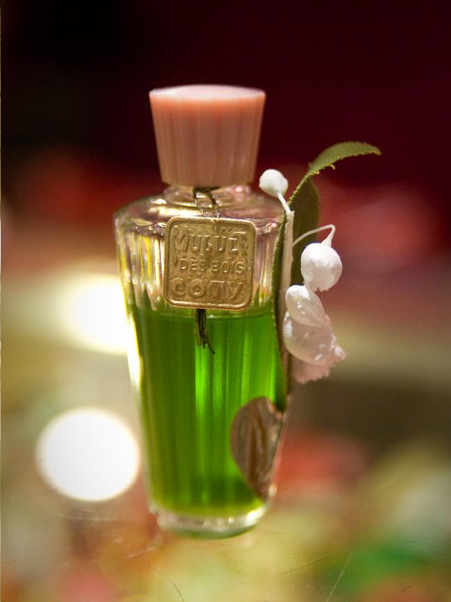 GGB2011_04APR_Shops_LindaB_Perfume_09