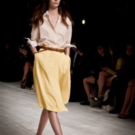 GG_Shirt_yellowSkirt_05